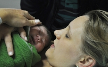 Um rápido parto normal após 41 semanas em Maringá.